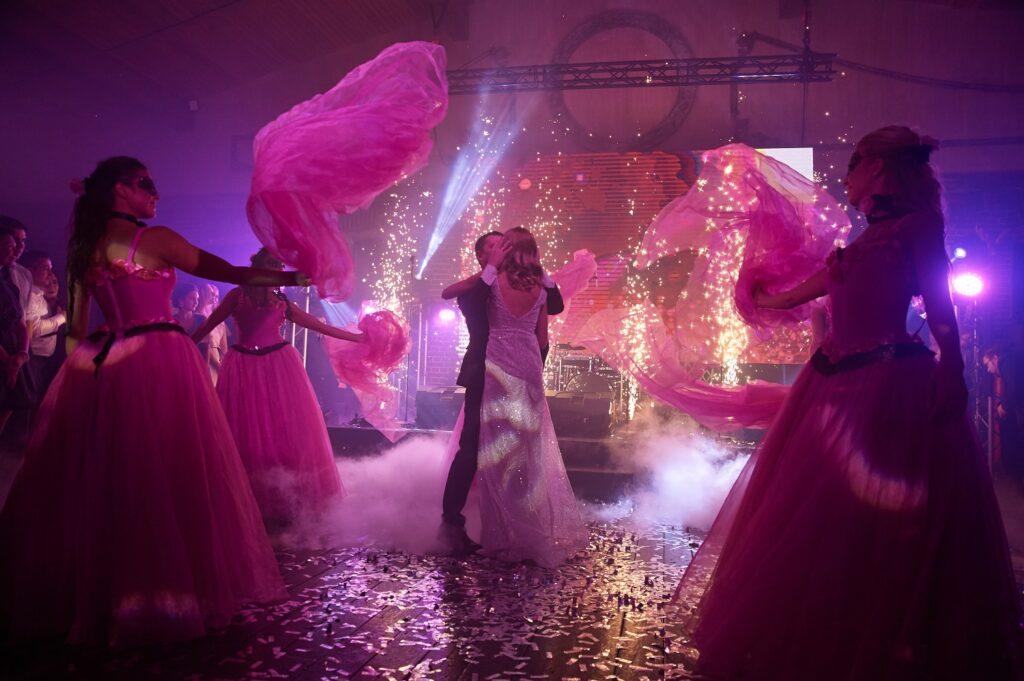 танцевальное шоу на праздник